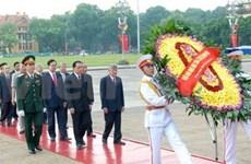 Les dirigeants rendent hommage à Hô Chi Minh