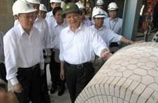 Le Premier ministre inspecte la raffinerie Dung Quât