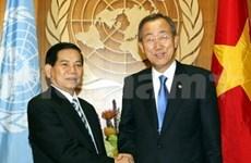 Le président vietnamien rencontre Ban Ki-moon et Bill Clinton