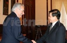 Nguyen Minh Triet reçoit le président de Piaggio