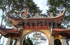 Les disciples de Lang Mai quittent la pagode de Phuoc Hue