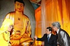 Début de la taille d'une statue de Sàkyamuni en jade