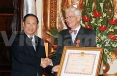 L'Ordre de l'Amitié à l'ambassadeur de France