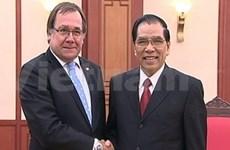 Nong Duc Manh reçoit le ministre néo-zélandais des AE