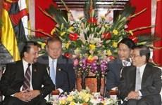 Le Sultan du Brunei reçu par des dirigeants vietnamiens