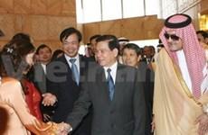 Nguyen Minh Triet s'entretient avec le roi saoudien