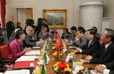 Les présidents vietnamien et suisse s'entretiennent à Berne