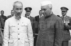 Hommage à Hô Chi Minh en Inde et en Argentine