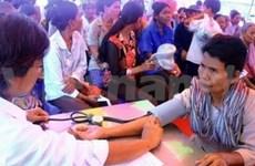 Le Moneaksekar Khmer apprécie l'aide médicale du Vietnam