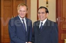 Nong Duc Manh reçoit le PM polonais