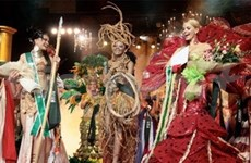 Miss Earth : le concours en costume traditionnel à Phan Thiet