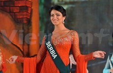 "Miss Earth : la reine serbe sacrée ""Miss Ao dai"""