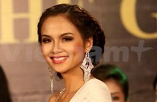 Miss Earth 2010 : Miss Vietnam brille en bikini