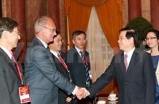 Nguyen Minh Triet reçoit les participants de l'ELSA