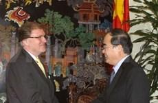 Nguyen Thien Nhan reçoit un officiel allemand