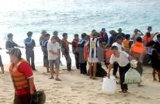 Tet: Remise de présents aux soldats à Truong Sa