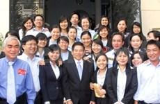 Tet : Nguyen Minh Triet visite les entreprises de HCMV