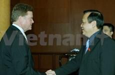 Un vice-président de l'AN reçoit un sénateur américain