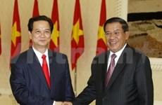 Entretien entre les PM vietnamien et cambodgien