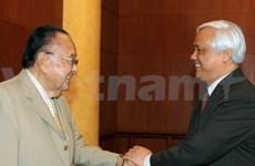 Des dirigeants vietnamiens reçoivent un sénateur américain