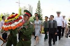 Da Nang : des militaires russes au Mémorial des morts pour la Patrie