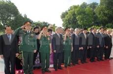 Les hauts dirigeants rendent hommage aux Morts pour la Patrie