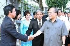 Le chef de l'AN rencontre des Viêt kiêu du Cambodge