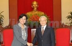 Des dirigeants reçoivent la directrice exécutive de la BM