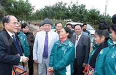 Nguyen Sinh Hung visite la centrale de Son La