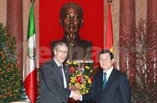 Le président du Vietnam reçoit le président du Sénat mexicain