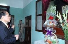 Le président de l'AN rend hommage au Président Ho Chi Minh