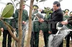 Le président Truong Tan Sang déclenche la fête de plantation d'arbres 2012