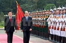 Des dirigeants vietnamiens reçoivent le président birman