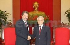 Vietnam et Cuba resserrent les relations entre leurs deux Partis