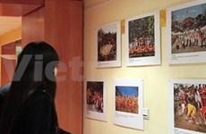 Exposition de photos sur les fêtes vietnamiennes en France