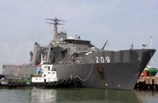 Un navire de la Marine singapourienne arrive à Da Nang