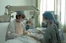 Des ophtalmologistes vietnamiens au Cambodge