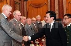 Le président vietnamien reçoit des vétérans soviétiques