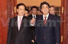 Entretien entre les deux PM  vietnamien et japonais