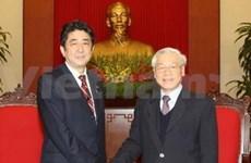 Des dirigeants vietnamiens reçoivent le PM japonais
