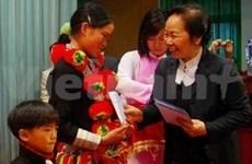 La vice-présidente aux côtés des élèves démunis