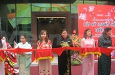 Des poupées traditionnelles japonaises exposées à Hanoi