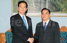 Entrevue des deux Premiers ministres vietnamien et laotien
