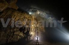Tourisme d'aventure à la caverne de Son Doong