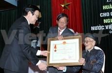 Un ancien président p. i du Vietnam à l'honneur