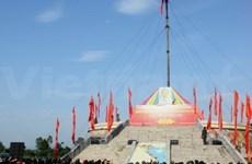 Cérémonie de lever du drapeau national sur la rivière Hiên Luong