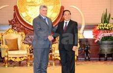 Laos et Cuba renforcent la coopération bilatérale