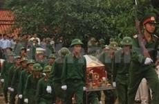 Inhumation de restes de soldats tombés au Cambodge