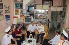 27 juillet: des dirigeants rendent visite à des invalides de guerre