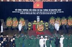 La capitale veille toute la nuit pour dire adieu au général Giap